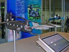 CH-47チヌークとF/A-18ホーネット